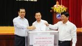 Lãnh đạo TP Đà Nẵng quyên góp ủng hộ đồng bào bị lũ quét ở các tỉnh miền núi phía Bắc