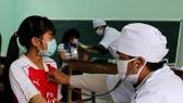 Tiêm ngừa vắc xin ngừa bạch hầu cho học sinh miền núi Quảng Nam