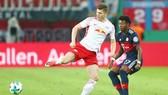 RB Leipzig (trái) khó có thể thanh toán được món nợ với Bayern Munich tại Allianz Arena. Ảnh: Getty Images