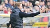HLV Julian Nagelsmann đã không giữ được bình tĩnh khi Hoffenheim bại trận ngay trên sân nhà trước Gladbach. Ảnh: Getty Images