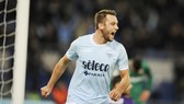 Barca muốn chiêu mộ De Vrij. Ảnh: Getty Images