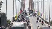 Bến Tre đã đầu tư nhiều vào cơ sở hạ tầng tạo điều kiện thuận lợi cho các nhà đầu tư. Trong ảnh: Cầu Rạch Miễu