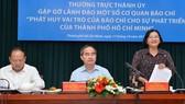 Đồng chí Nguyễn Thiện Nhân, Ủy viên Bộ Chính trị, Bí thư Thành ủy TPHCM, chủ trì buổi Thường trực Thành ủy TPHCM gặp gỡ lãnh đạo một số cơ quan báo chí. Ảnh: VIỆT DŨNG