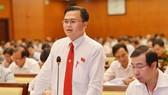 ĐB Cao Thanh Bình phát biểu tại hội trường. Ảnh: VIỆT DŨNG
