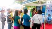 Người dân trên địa bàn quận Bình Tân hào hứng tham gia chương trình