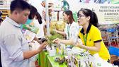 Doanh nghiệp vừa và nhỏ giới thiệu sản phẩm tại hội chợ các tỉnh thành phía Nam