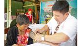 Khám bệnh, phát thuốc và tiếp sức đến trường cho người nghèo tại Quảng Nam