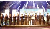 Ban Lãnh đạo Công ty CP Tập đoàn Xây dựng Hòa Bình đón nhận Huân Chương Lao động hạng nhì
