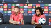 Ramos và Marcelo ở cuộc họp báo trước trận Siêu cúp. Ảnh AS