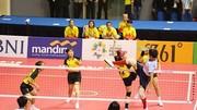 Đội Việt Nam (áo vàng) đoạt HCB nội dung đồng đội nữ môn cầu mây. Ảnh: DŨNG PHƯƠNG