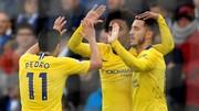 Eden Hazard (phải< Chelsea) giúp đội khách ghi chiến thắng 2-1 nhẹ nhàng