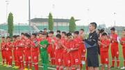 HLv Phạm Như Thuần và các tài năng nhí tham gia Trại hè bóng đá Toyota 2019.