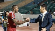 HLV Chung Hae Soung và chân sút số 1 Vinicius của CLB TPHCM. Ảnh: NGUYỄN HOÀNG