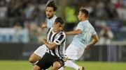 Paulo Dybala (Juventus) đi bóng qua hàng thủ Lazio. Ảnh: Getty Images.