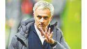 HLV Jose Mourinho đã bắt tay cải thiện chất lượng đội hình.