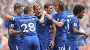 Marcos Alonso (giữa) và các đồng đội trong trận thắng Tottenham. Ảnh: Daily Mail