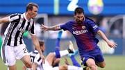 Messi (phải) dứt điểm trong trận thắng Juventus.