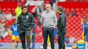 """Dù liên tục nói """"bỏ"""" Premier League, nhưng Jose Mourinho và các cộng sự của ông khó lòng vui vì vị trí thứ 6."""