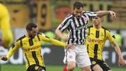 Frankfurt (giữa) khó có thể ngăn cản Dortmund tiến đến bục đăng quang ở Cúp nước Đức .