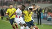 Radamel Falcao (giữa) trong trận hòa của Colombia trước chủ nhà Peru (1-1) ở vòng loại World Cup 2018. Ảnh: Getty Images