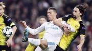 Ronaldo (trắng) và đồng đội có chiến thắng chật vật trước Dortmund. Ảnh: Getty Images