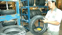 Manufacturing tyres in the Southern Rubber Industry Joint Stock Company-Casumina  (Photo: Sggp)