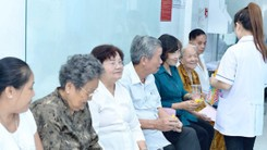 Patients wait to see doctors at the new clinic in District 3's ward 11 (Photo: SGGP)