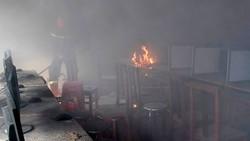 Cháy rụi phòng tin học khi trường đang nghỉ hè