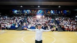 Công Vinh truyền cảm hứng bóng đá cho học sinh NHG