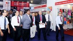 Hiệp hội xúc tiến da Ấn Độ cùng các công ty thành viên tham quan Hội chợ Da và Giày da tại TPHCM