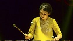 Gina trên sân khấu trình diễn