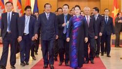 Chủ tịch Quốc hội Nguyễn Thị Kim Ngân  chào mừng Thủ tướng Samdech Techo Hun Sen sang thăm chính thức Việt Nam