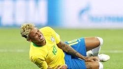 Nếu Neymar không thay đổi cách chơi, hình ảnh này sẽ tiếp tục được nhìn thấy. Ảnh: Getty Images