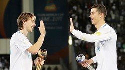 Ronaldo đã bầu cho Modric, và ngược lại Modric cũng bầu cho Ronaldo. Ảnh: Getty Images.