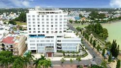 Khách sạn Sài Gòn - Vĩnh Long tọa lạc bên bờ sông Cổ Chiên - một nhánh lớn đổ ra sông Tiền