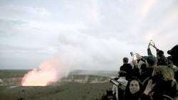 Nham thạch rơi trúng tàu du lịch ở Hawaii
