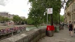 Bồn tiểu ngoài trời ở Paris