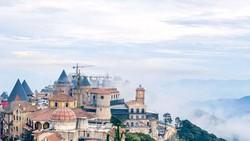 Làng cổ Pháp trên đỉnh Bà Nà