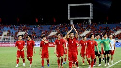 Đội tuyển Việt Nam mừng chiến thắng trên sân Mỹ Đình. Ảnh: MInh Hoàng