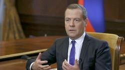 Thủ tướng Nga Dmitry Medvedev phát biểu trong một cuộc phỏng vấn với tờ báo Kommersant của Nga tại dinh thự Gorki, Nga. Ảnh: Reuters