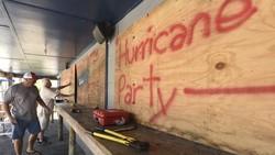 Siêu bão Florence chuẩn bị đổ bộ Hoa Kỳ