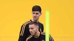 Eden Hazard và Thibaut Courtois