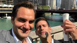 Federer chụp hình tự sướng với Djokovic