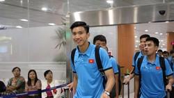 Các cầu thủ Việt Nam tại sân bay Yangon. Ảnh: Đoàn Nhật