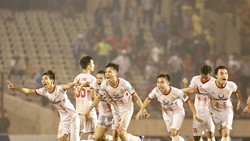Nam Định vỡ òa niềm vui khi giành chiến thắng ở loạt sút luân lưu. Ảnh: MINH HOÀNG