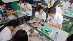 Học sinh trường Lê Quý Đôn hào hứng trải nghiệm cùng tiết học STEAM