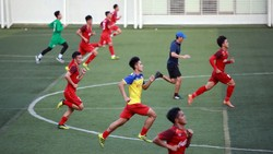Đội U22 Việt Nam trong buổi tập trên sân trường Đại học Tôn Đức Thắng. Ảnh: DŨNG PHƯƠNG