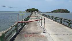 Cầu dẫn vào Khu du lịch Hòn Đá Bạc xuống cấp trầm trọng
