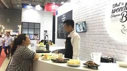 Nhiều sản phẩm nông nghiệp nước ngoài xuất hiện tại hội chợ thực phẩm