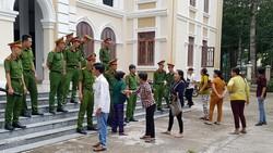 Chủ hụi lãnh án 17 năm tù, hụi viên gây náo loạn tại tòa